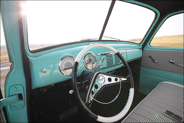 Tim Mainieri 53 Chevy Truck: Interior