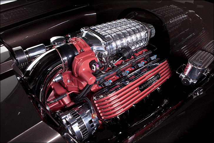 Motor Market Kindig-It '52 Pontiac: Magnuson supercharger with 4L80E