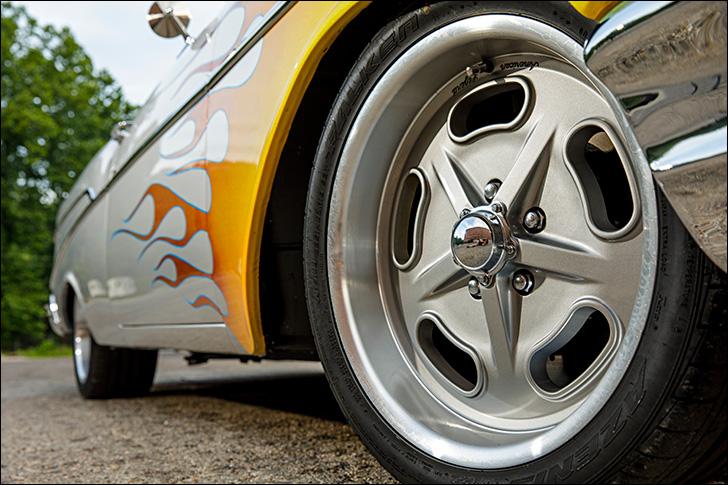 Street Rodder '57 Chevy: Wheels and brakes
