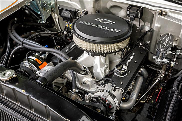 Street Rodder '57 Chevy: Engine