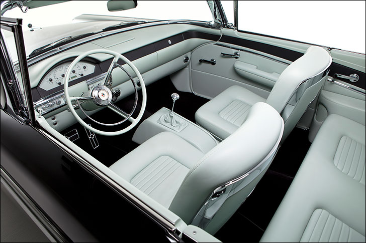 Kindig-It 57 Fairlane: High-contrast interior