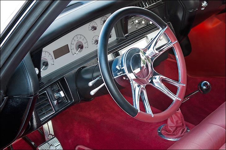 Kindig 1970 Chevelle: Dakota Digital Gauges