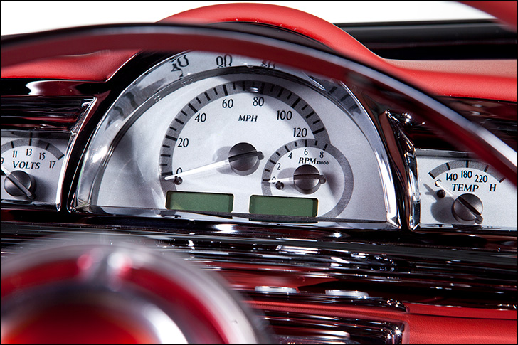 Motor Market Kindig-It '52 Pontiac: Dakota Digital instruments and clock