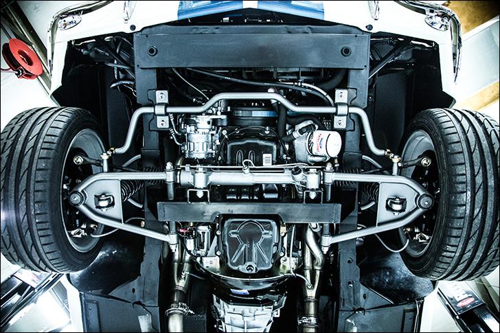 Revology Cars '66 Mustang: Teaks under the hood